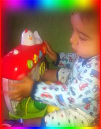 Mehmet Sertkaya Zeynep Sertkaya - Oyuncak kutusu yapın çünkü bu çocukların kolay sıkılmasını engeller ve tertipli olmayı öğretir - Mehmet Sertkaya renkli oyuncağı ile